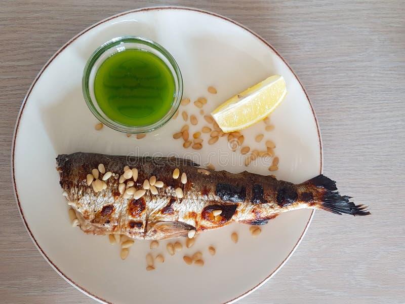 Naczynie Omula rybi stek; lokalny jedzenie Jeziorny Baikal teren w Syberia, Rosja kraj obraz royalty free