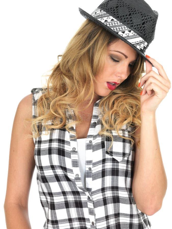 Nadąsana Duszna Młoda Modna kobieta Jest ubranym Czarnego Tilbury kapelusz zdjęcie royalty free