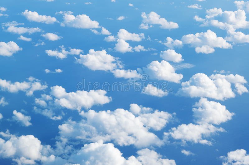 Nad chmury - niebieskie niebo chmury fotografia stock