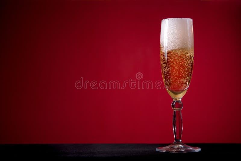 nad czerwienią szampański tła szkło zdjęcie stock