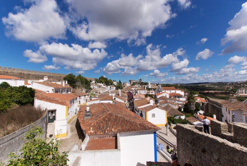 Nad dachami stary miasteczko Obidos zdjęcie stock