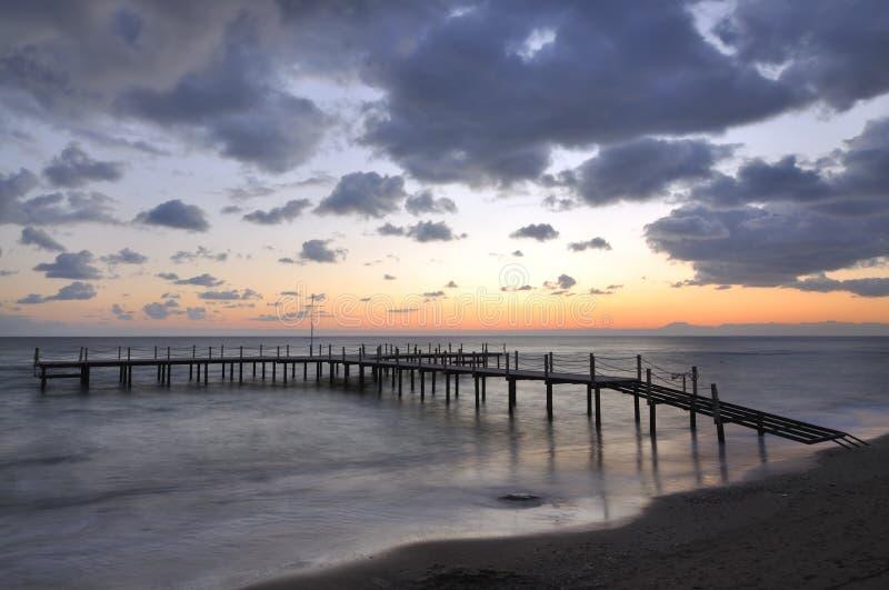Download Nad dennym zmierzchem zdjęcie stock. Obraz złożonej z morze - 13341106