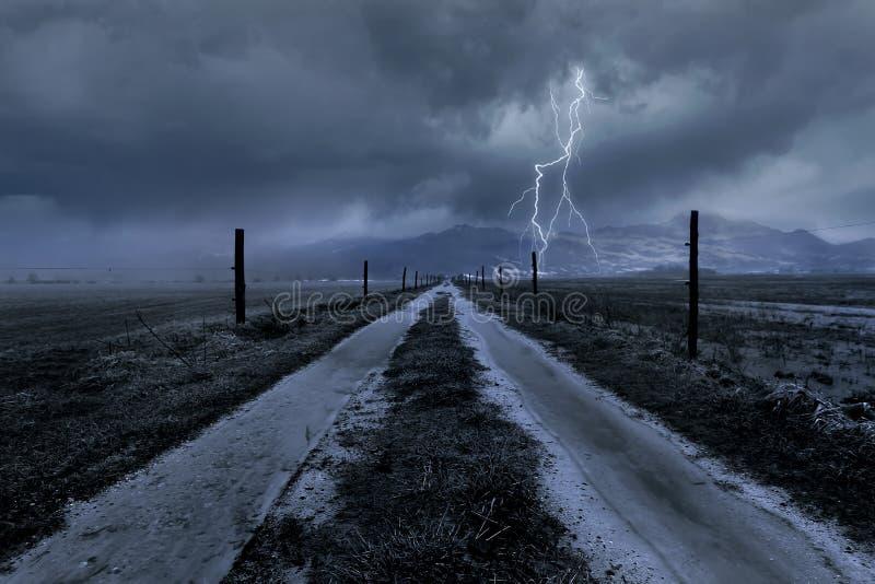 nad drogową burzą chmura kraj obraz stock