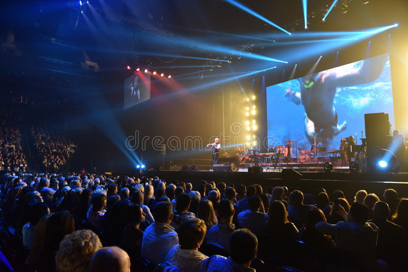 Nad dziesięciami tysięcy ludzie uczęszczają Viktor Drobysh roku urodziny 50th koncert przy Barclay centrum zdjęcie royalty free