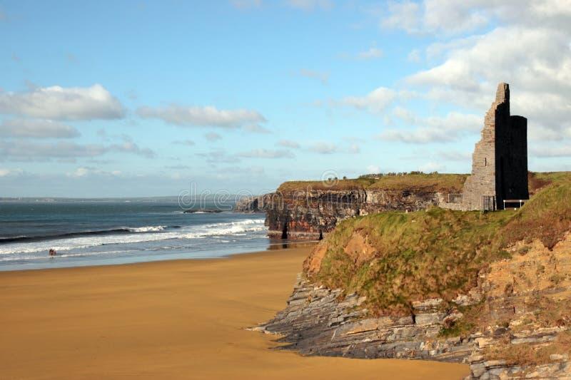 nad falez plażowe piękne grodowe ruiny obraz royalty free