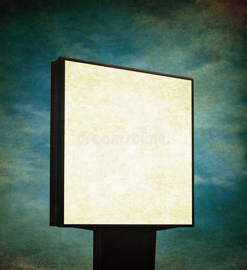 Nad grunge tłem pusty billboard obraz royalty free