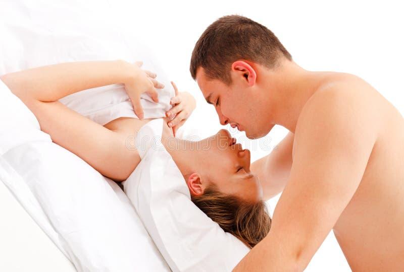 nad kobietą oparty buziaka mężczyzna fotografia stock