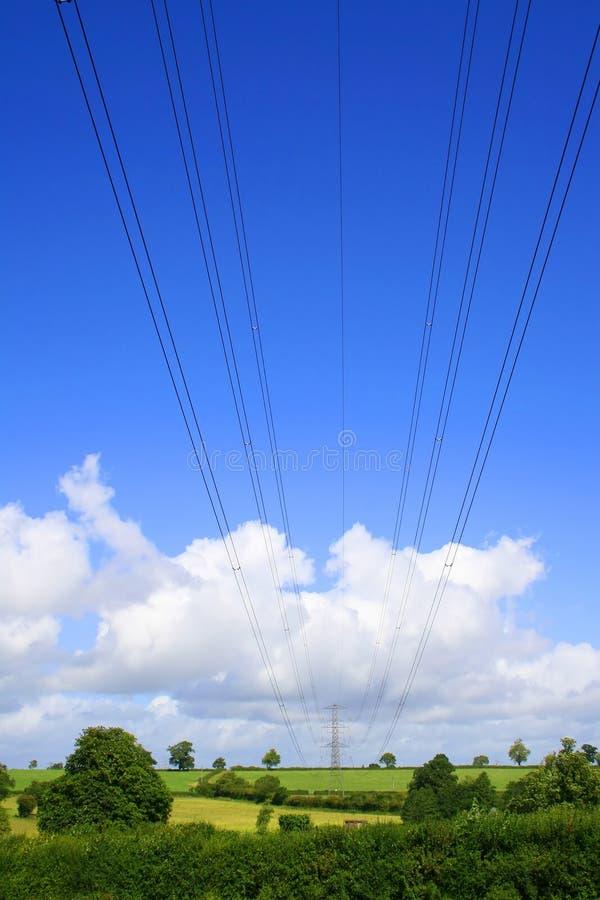 nad liniami energetycznymi wsi pola skrzyżowanie zdjęcia royalty free