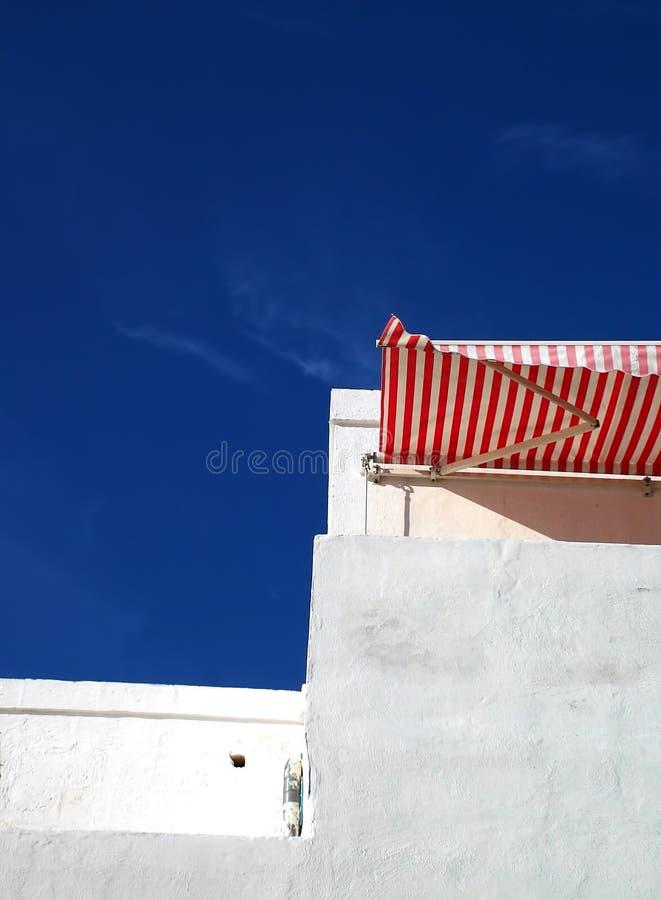 nad morze białkujący budynku. obraz stock
