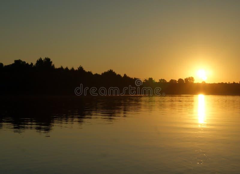 nad rzekę wschodem słońca obrazy stock
