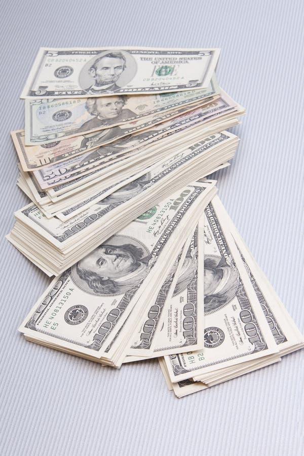 nad stosu stołem finanse duży pieniądze zdjęcie royalty free