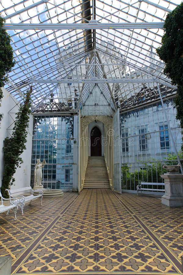 NAD Vltavou παλατιών Hluboká στοκ φωτογραφίες