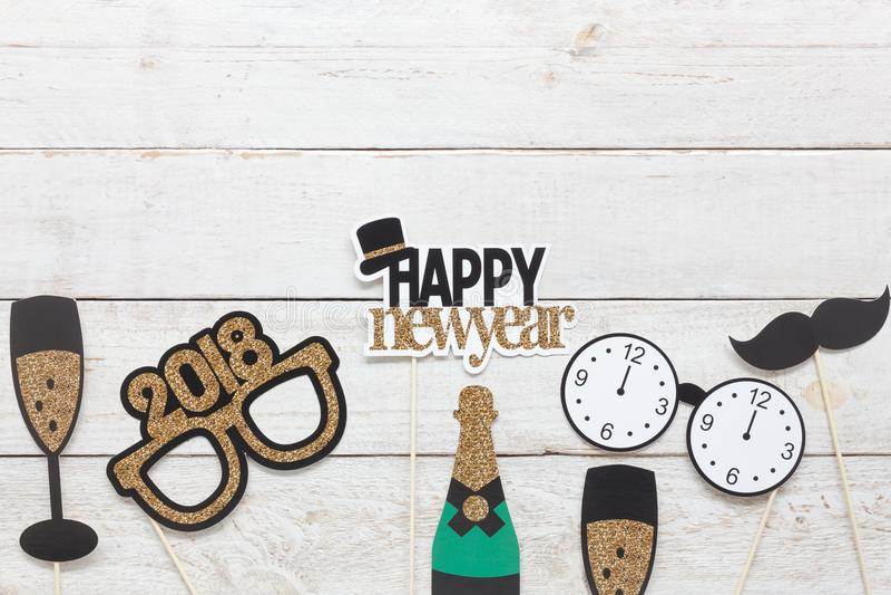 Nad widok powietrzny wizerunek DIY fotografii budka podpiera dekoracja Szczęśliwego nowego roku 2018 obraz stock