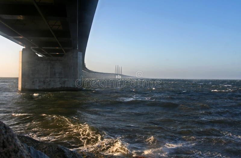 nad wodą bridżowy zimno fotografia stock