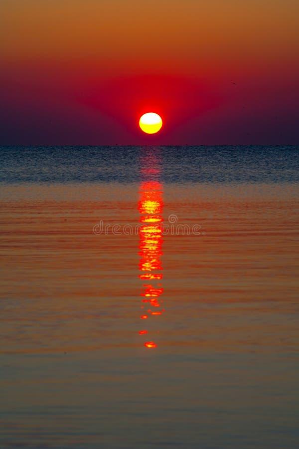 nad wschód słońca wodą obraz royalty free