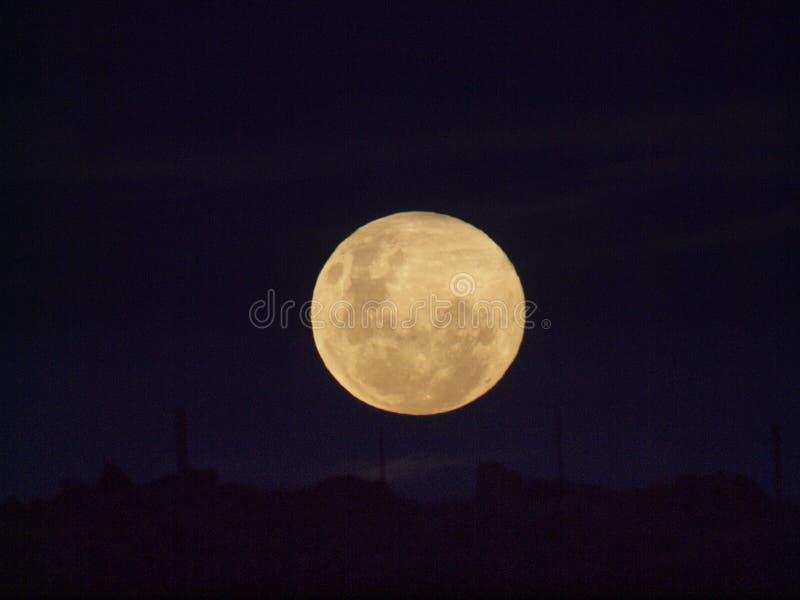 Nad wzgórzem 2 (księżyc) zdjęcie stock