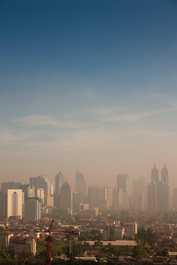nad zanieczyszczającym smogiem miasto kopuła zdjęcia royalty free