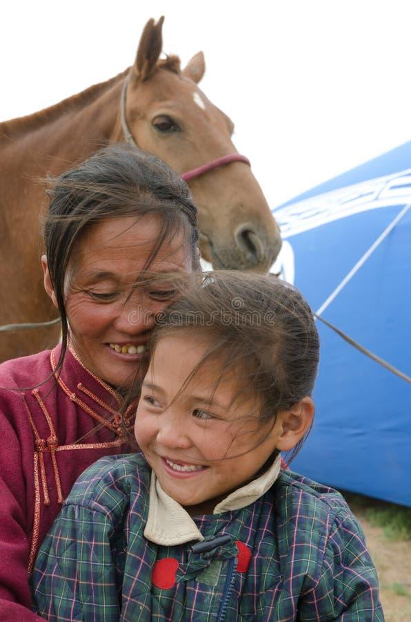 Nadaampaardenkoersen in Mongolië stock afbeeldingen