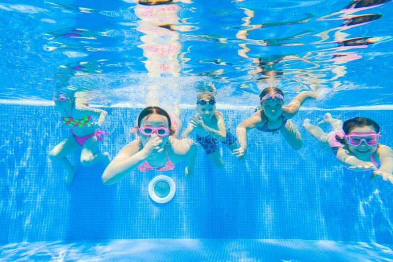 Nadada das crianças na associação fotografia de stock