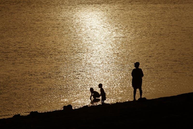 Nadada do por do sol na cidade de pedra foto de stock