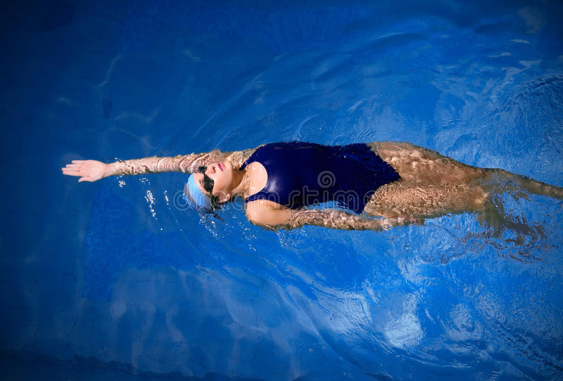 Nadador de la mujer joven imágenes de archivo libres de regalías