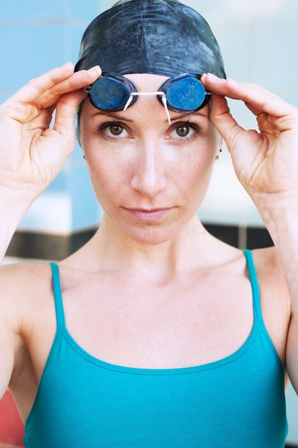 Nadador de sexo femenino imagen de archivo libre de regalías