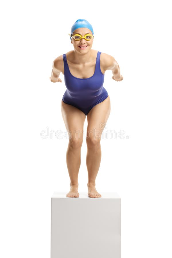 Nadador de sexo femenino preparado para saltar imagenes de archivo