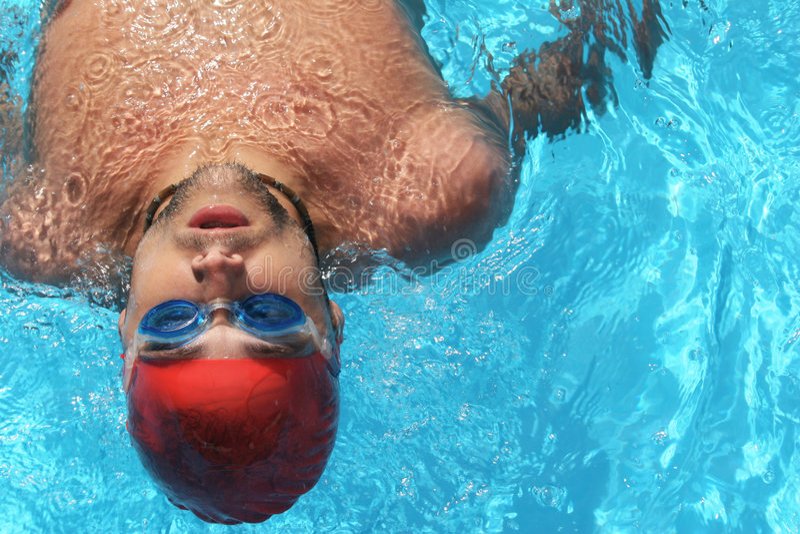Nadador de sexo masculino imagen de archivo libre de regalías