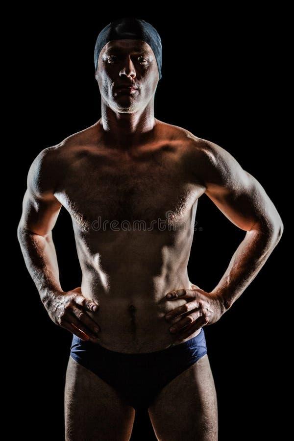 Nadador que está com mão no quadril fotografia de stock