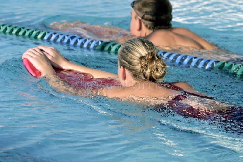Nadadores de la High School secundaria fotografía de archivo