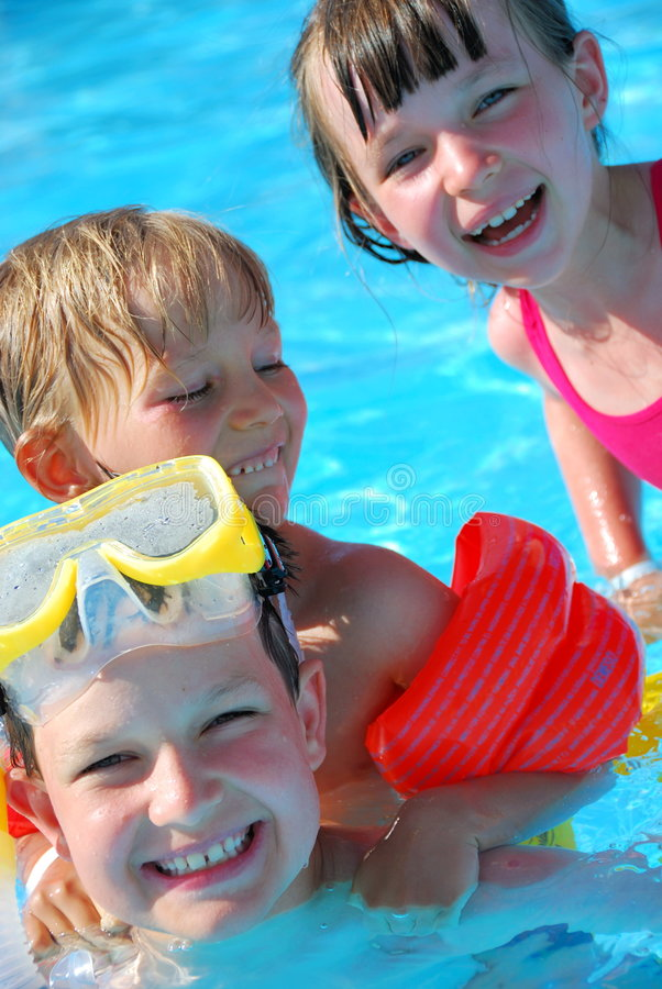 Nadadores felices imagenes de archivo