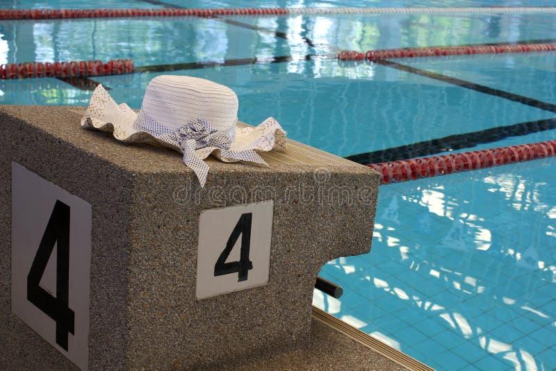 Nadar relaxa imagens de stock royalty free