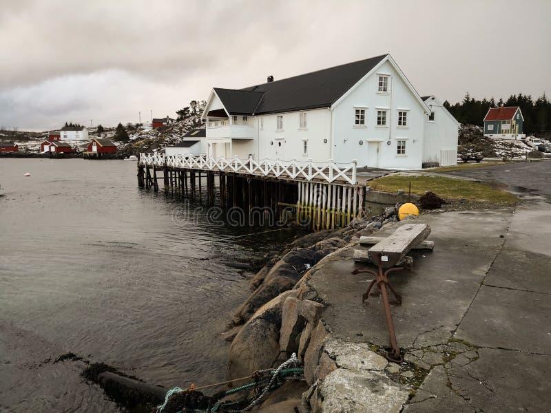 Nadbrzeże na wyspie w Norwegia zdjęcia royalty free