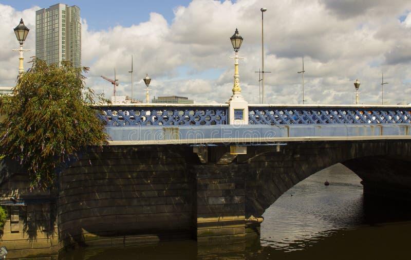 Nadbrzeżny rozwój nowożytny Belfast miasto z nim ` s wzrosta wysocy budynki wokoło queens mosta Lagan przy Don i rzeki zdjęcia stock
