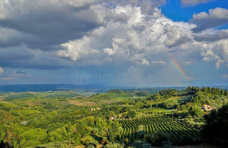 nadchodząca burza Panoramiczny widok region Tuscany, Włochy zdjęcia royalty free