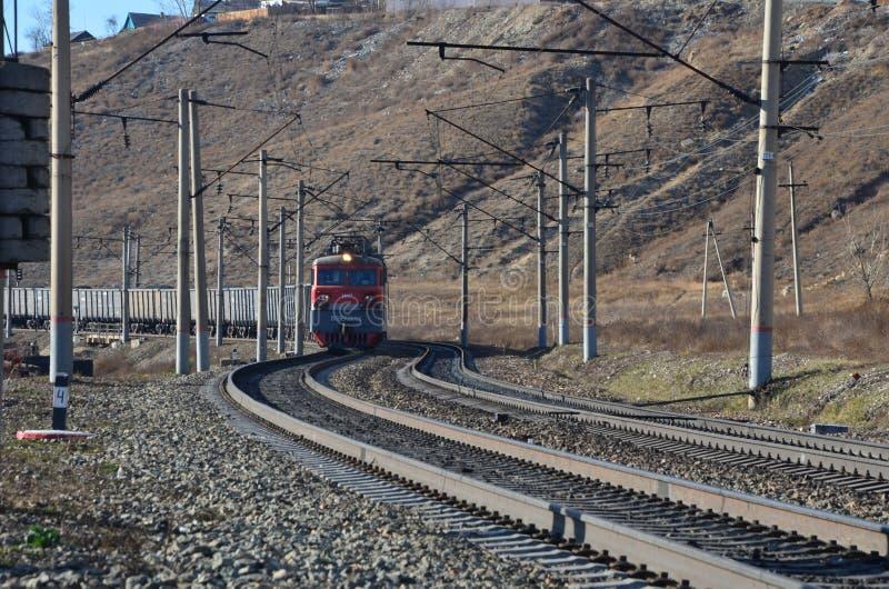 Nadchodzący elektryczny pociąg zdjęcie royalty free