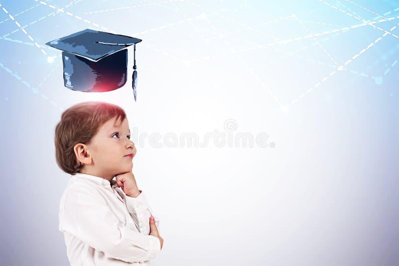 Nadenkend weinig jongen, graduatiehoed royalty-vrije illustratie