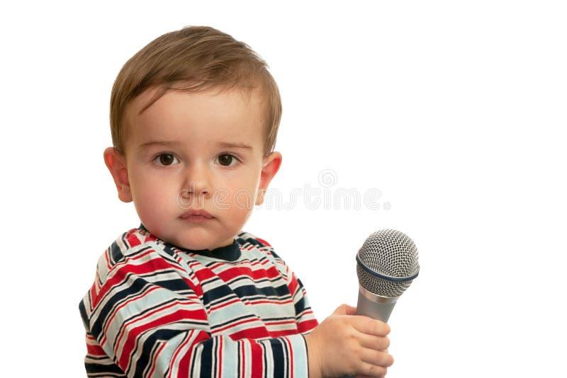 Nadenkende peuter met microfoon royalty-vrije stock foto's