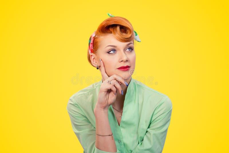Nadenkende vrouw royalty-vrije stock foto's