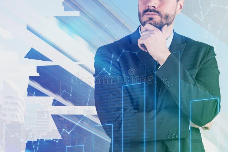 Nadenkende zakenman in nachtstad, grafiek stock afbeelding