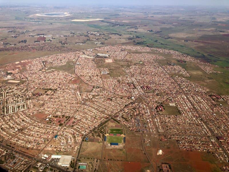 Naderbij komend Johannesburg in Zuid-Afrika door vliegtuig royalty-vrije stock afbeeldingen