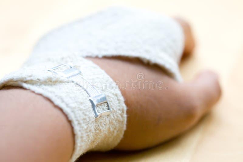 Nadgarstku bandażujący zakończenie bandażować zdjęcie royalty free