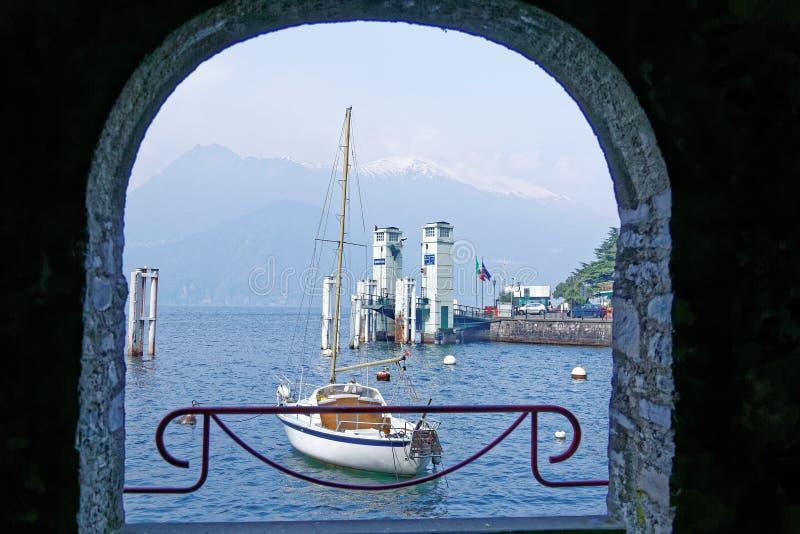 Nadjeziorna sceneria Varenna, piękna wioska Jeziornym Como w Lombardy, Włochy fotografia stock