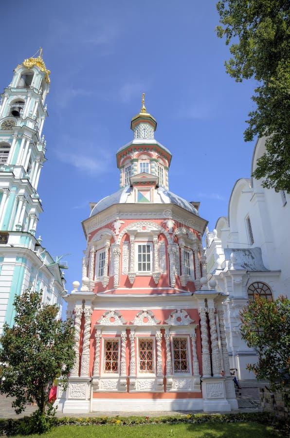 Nadkladeznaya kapell St Sergius Lavra för helig Treenighet fotografering för bildbyråer