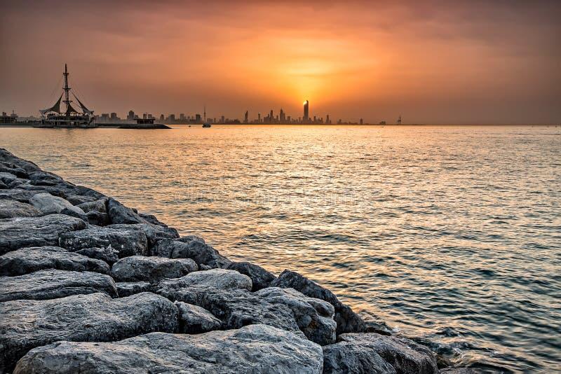 Nadmorski linia horyzontu Kuwejt miasto zdjęcia stock
