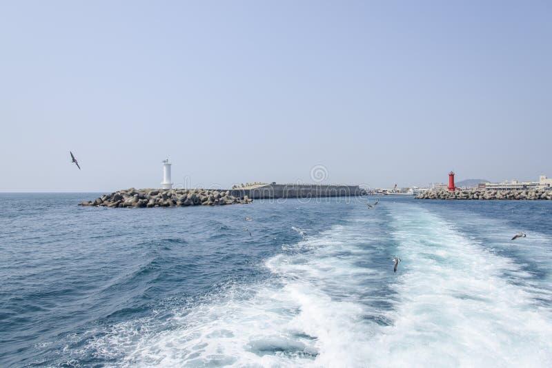 Download Nadmorski Z Latarniami Morskimi Zdjęcie Stock - Obraz złożonej z rejs, błękitny: 53787338