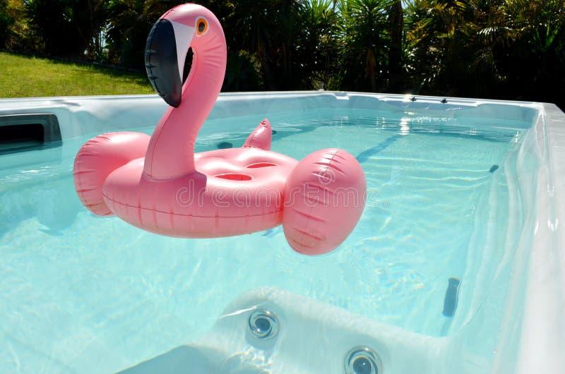 Nadmuchiwana zabawka w zdroju basenie zdjęcia royalty free