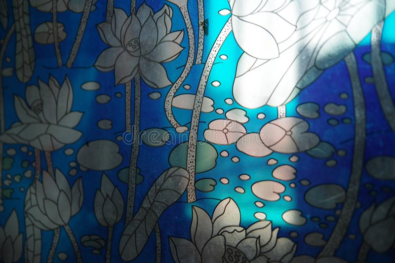 Nadokiennego grille wzór Kwitnie błękit obraz stock