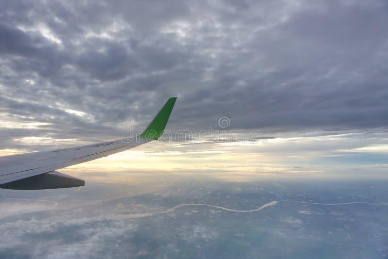 Nadokienny widok od samolotu fotografia stock