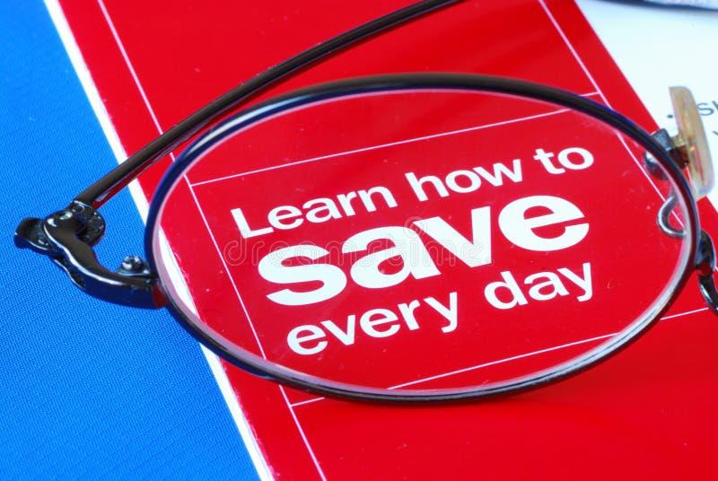 Nadruk bij het leren hoe te om geld elke dag te besparen royalty-vrije stock afbeelding